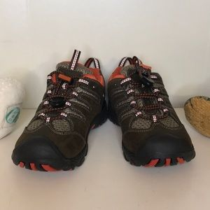 NWOT/BOX Keen waterproof hiking boot size 11 boy